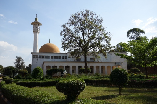 White mosque in Kigali surrounded by a garden